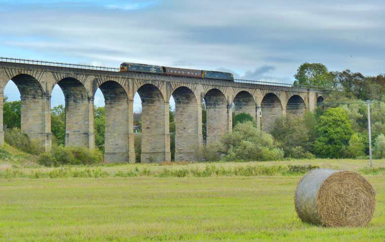 47580 and 47270 cross Avon Viaduct with a SRPS Mk1 in tow on 10/10/11, Photo by John Sniegon